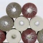 Lino o poliestere cotoniero, in beige, bianco e rosso.